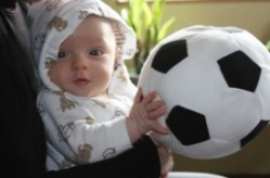 Bocah Setahun Teken Kontrak Layaknya Ronaldo